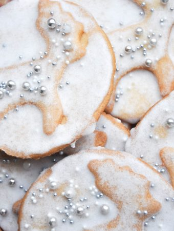 Cinnamon cookies with a lemon glaze in a randeer shape with silver pearls